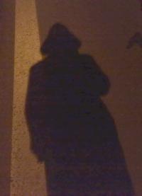 Standův stín na silnici. Drsný, co?